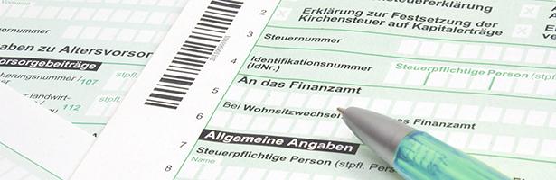 Steuererklärung mit Stift